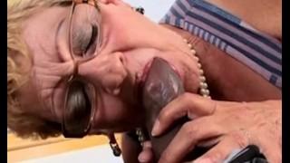 nők szopják a péniszt a hím pénisz nem nagy