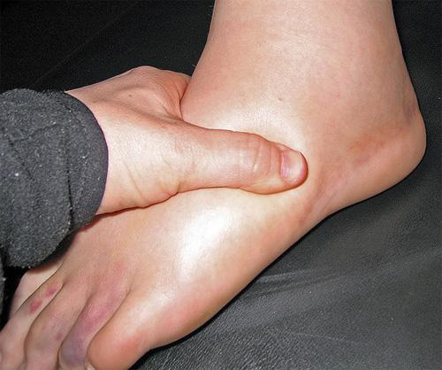 láb a péniszen