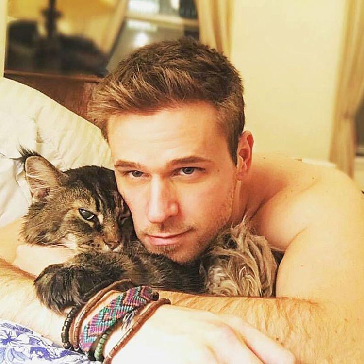 Jóképű srácok, cuki cicákkal – egy hiánypótló Instagram oldal | Imádom a Macskám