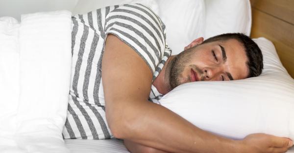 éjszakai merevedés alvás közben)
