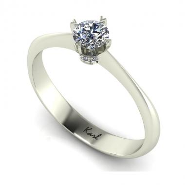 Pici eljegyzési gyűrűje miatt alázták szénné a menyasszonyt