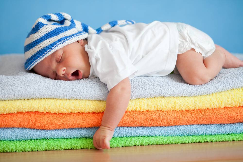 az újszülöttnek merevedése van